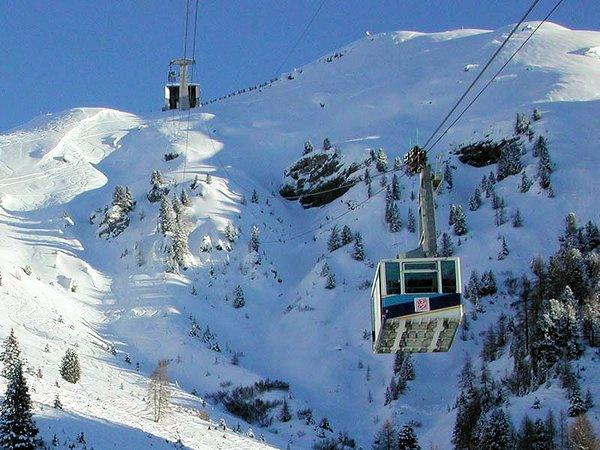 canazei-cabine-dolomiti-superski-italie-wintersport-ski-snowboard-raquettes-schneeschuhlaufen-langlaufen-wandelen-interlodge.jpg