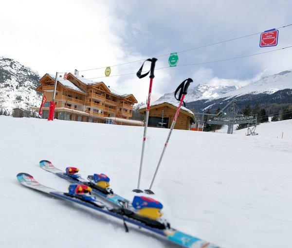 buitenkant-residence-les-chalets-de-flambeau-val-cenis-vanoise-wintersport-frankrijk-ski-snowboard-raquettes-schneeschuhlaufen-langlaufen-wandelen-interlodge.jpg