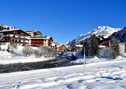 lech-centrum-oostenrijk-wintersport-ski-snowboard-raquettes-schneeschuhlaufen-langlaufen-wandelen-interlodge.jpg