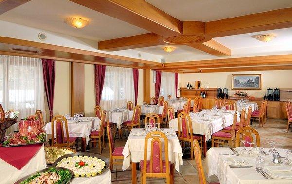 restaurant-sporting-hotel-ravelli-marilleva-skirama-dolomiti-wintersport-italie-ski-snowboard-raquettes-schneeschuhlaufen-langlaufen-interlodge.jpg