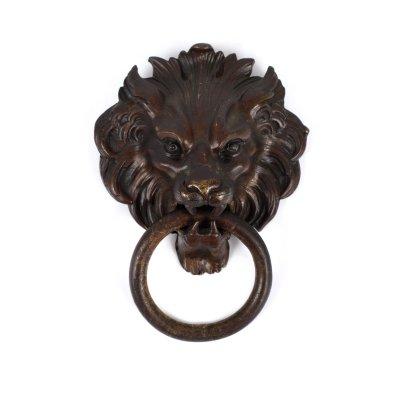 Piesă ornamentală Empire din bronz, pentru ușă, în forma unui cap de leu, cca. 1820, piesă de colecție