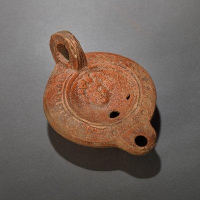 Opaiț din ceramică, decorat cu cap de Gorgona, epoca romană, sec. II (însoțit de raport de expertiză)