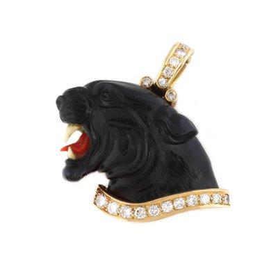 Pandantiv în forma unui cap de panteră, din onix sculptat, decorat cu aur, diamante, coral și fildeș