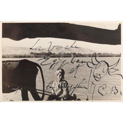 """""""La Vache Egyptien et le supplice"""", fotografie realizată de Aziz Eloui Bey și Lee Miller, purtând desene semnate olograf de Constatin Brâncuși, cca. 1937-1938, provine din colecția sculptorului Osman El Mezzaoui"""
