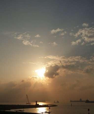 D:\Dropbox\Understanding the Universe\Pictures\Haze sunrise @ Marina Barriage\2014-03-15 07.47.36.jpg