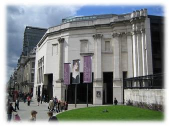 http://upload.wikimedia.org/wikipedia/commons/7/73/National_Gallery_London_Sainsbury_Wing_2006-04-17.jpg
