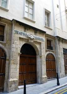 http://upload.wikimedia.org/wikipedia/commons/thumb/2/2a/Manoel_theatre_%2812843882153%29.jpg/640px-Manoel_theatre_%2812843882153%29.jpg