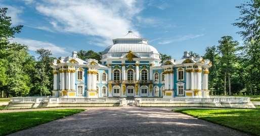 http://upload.wikimedia.org/wikipedia/commons/6/60/Hermitage_pavilion_in_Tsarskoe_Selo_02.jpg