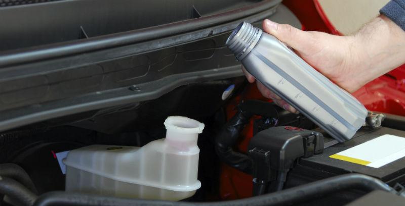 Sådan skifter du bremsevæske på din bil