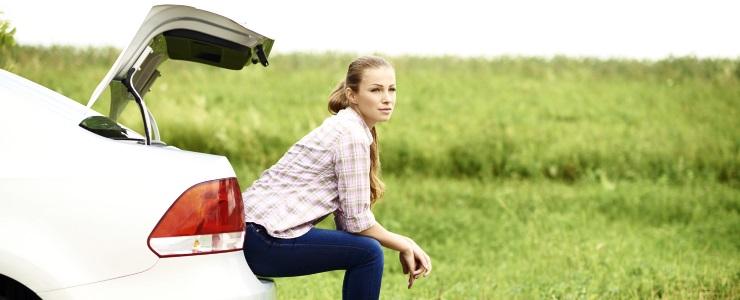 Kvinder flygter fra bilværksteder