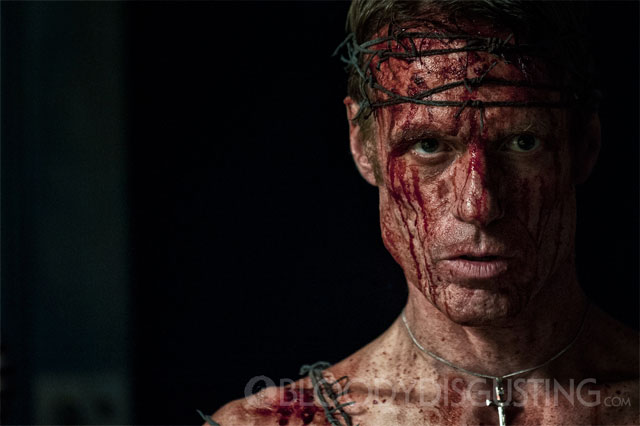 Primera y sangrienta imagen de Let Us Prey