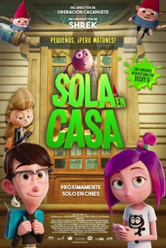 Poster Sola en Casa