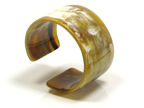 Wide Horn Cut Bangle