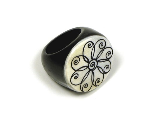 Horn Ring - Round - Flower Design
