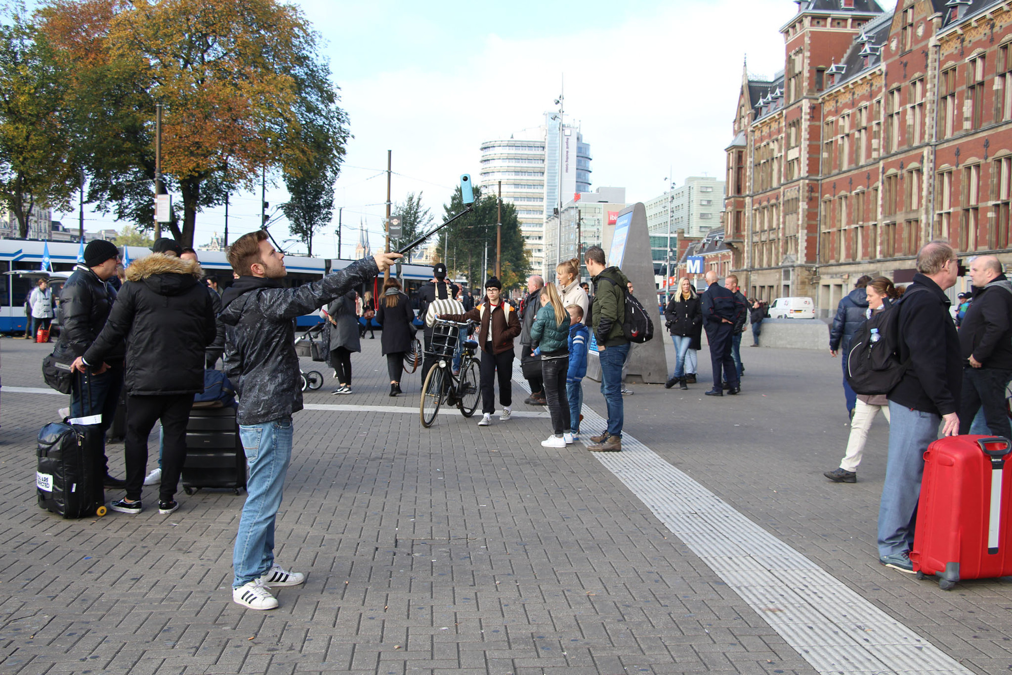 A City Made By People Amsterdam Wanderbrief