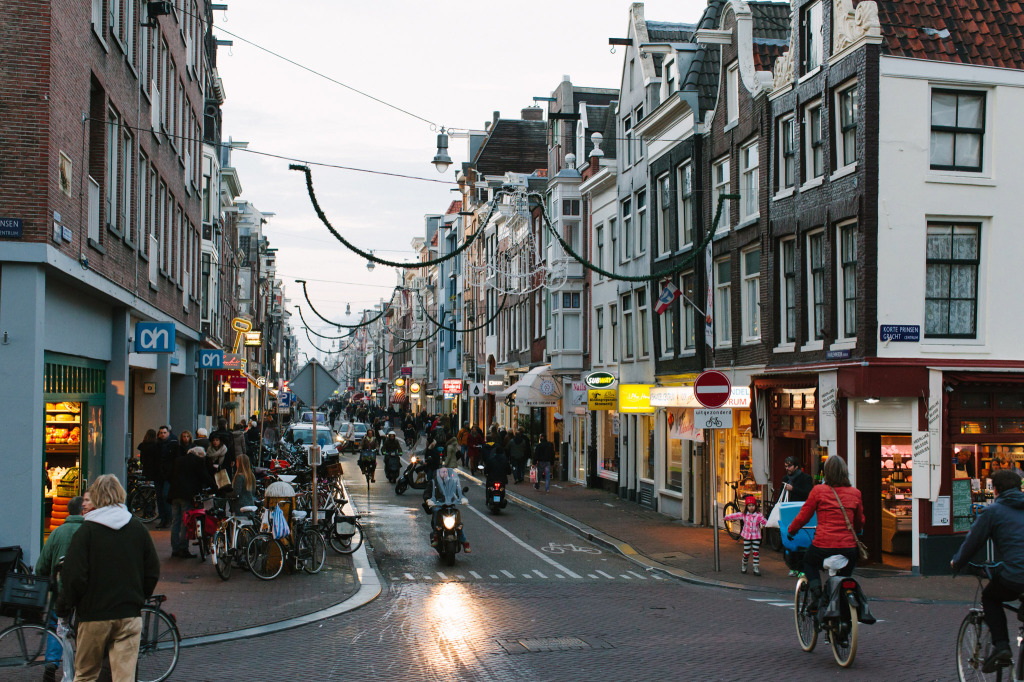 Citinerary-PUP-Milou-Neelen-by-on-a-hazy-morning-Amsterdam-LANDSCAPE-14
