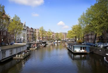 How do Citizens live on a Floating House in Amsterdam?