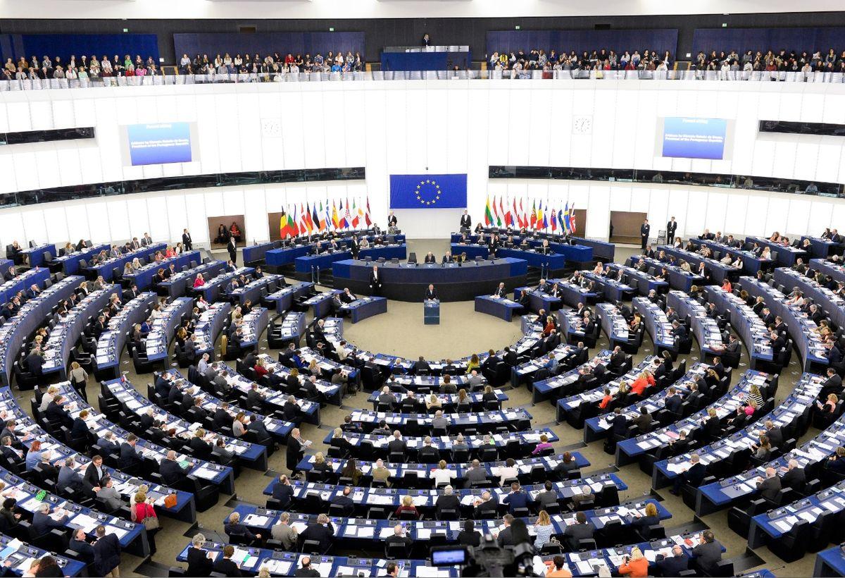 L'Article 13 et l'Article 11 de la réforme du droit d'auteur au niveau européen nous montre l'asservissement des parlementaires français. Sur 69 votants, il y en a eu seulement 2 qui ont voté contre.
