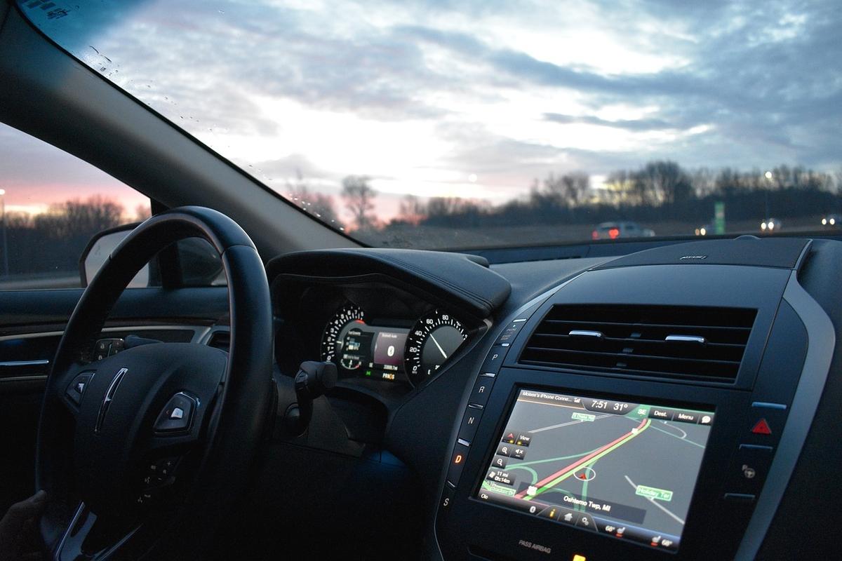 La gestion d'une flotte de véhicules connectés devient beaucoup plus facile avec des services comme FleetGO. Mode d'emploi.