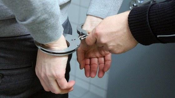 handcuffs-2102488__340