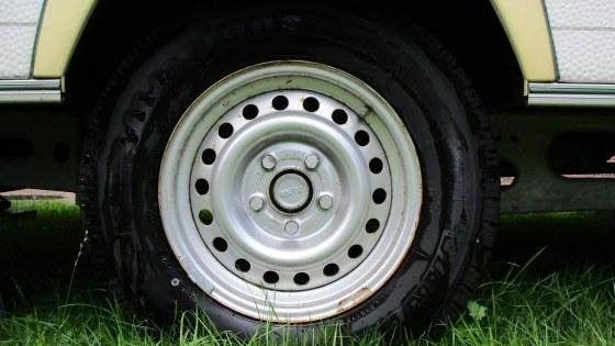 auto-tires-1579229_1920