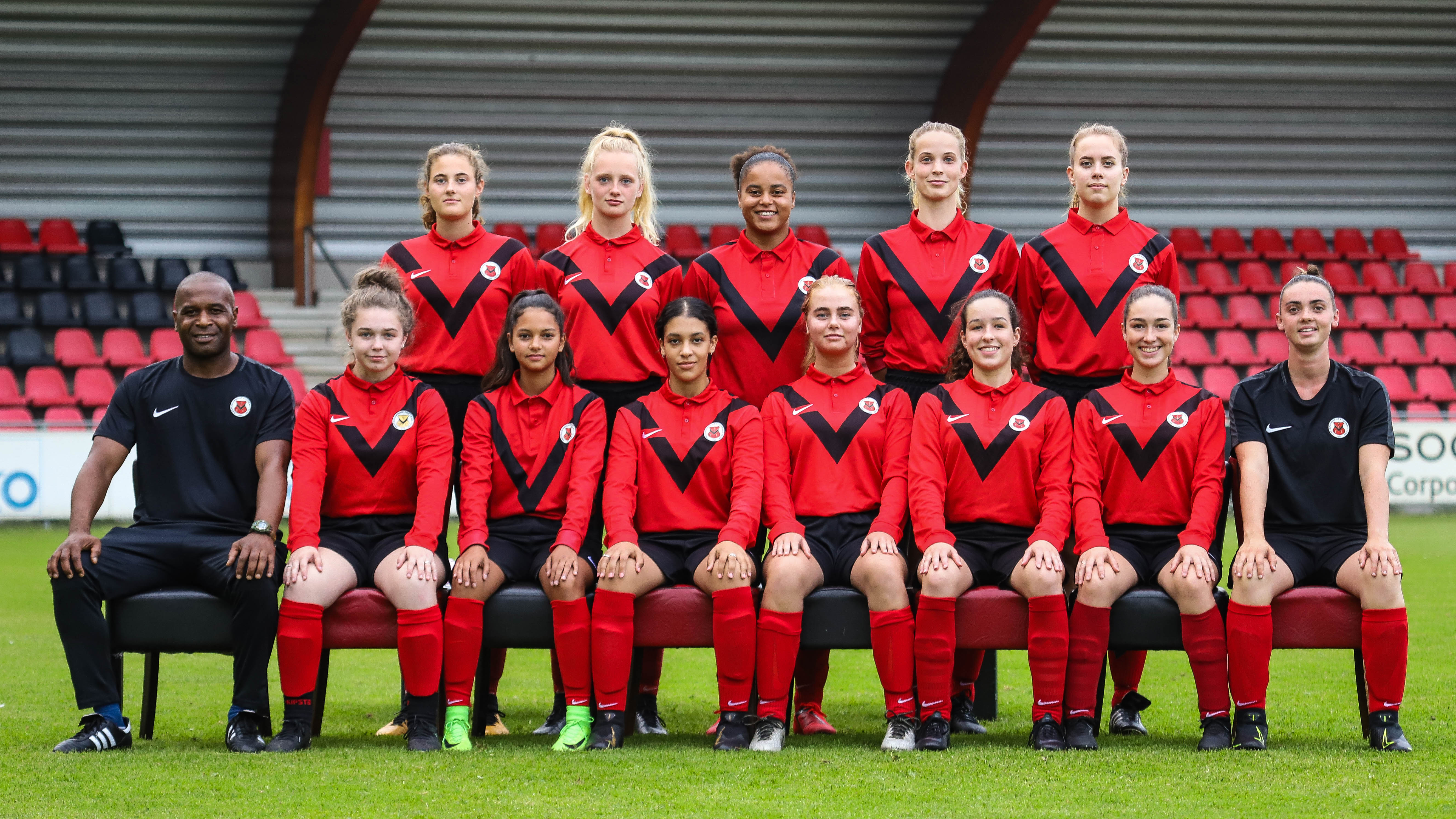 Teamfoto AFC Vrouwen 1