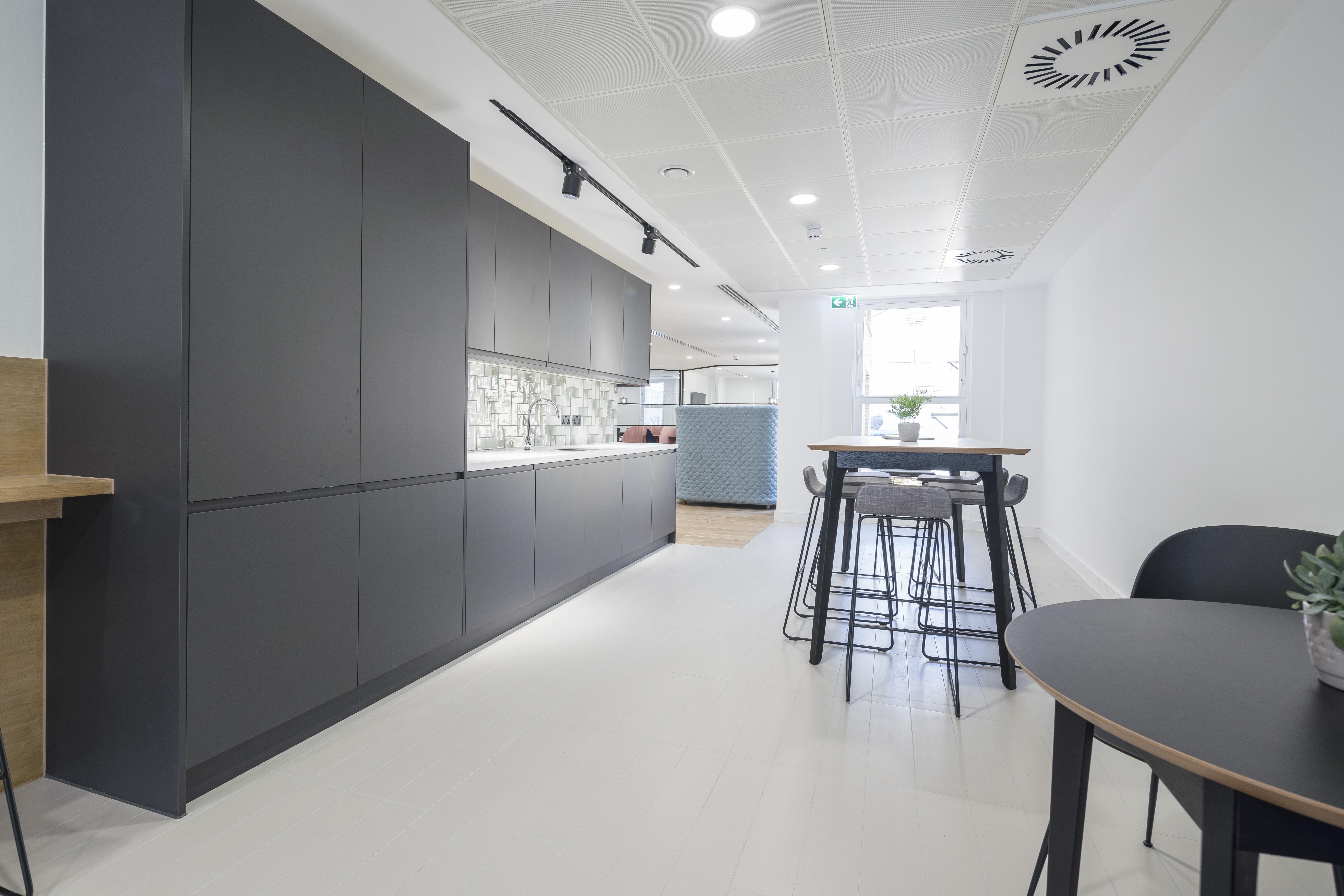 Office London, EC4N 8AD - 18 St. Swithin's Lane