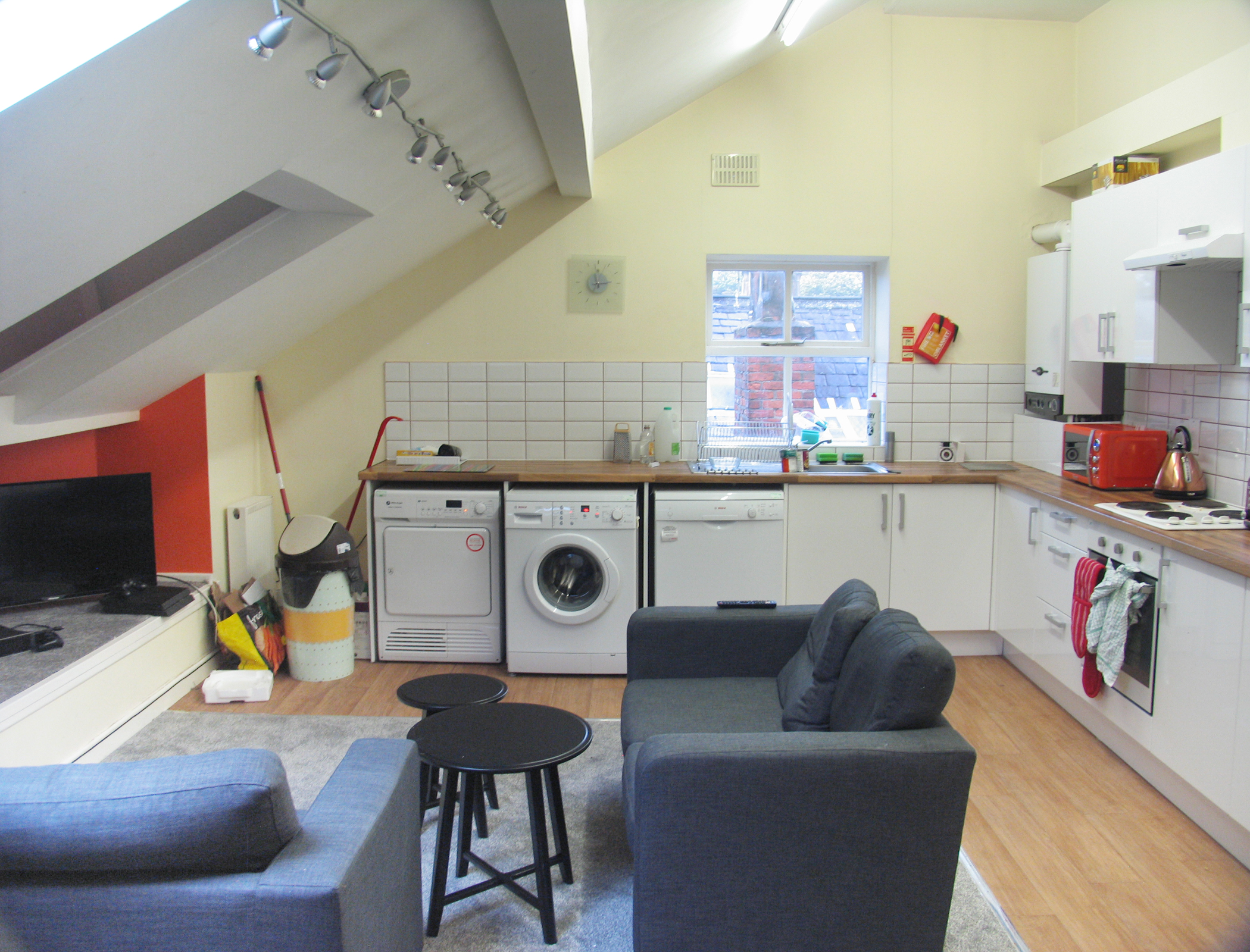 Residential use Manchester, M14 6UB - 17, Clifton Avenue