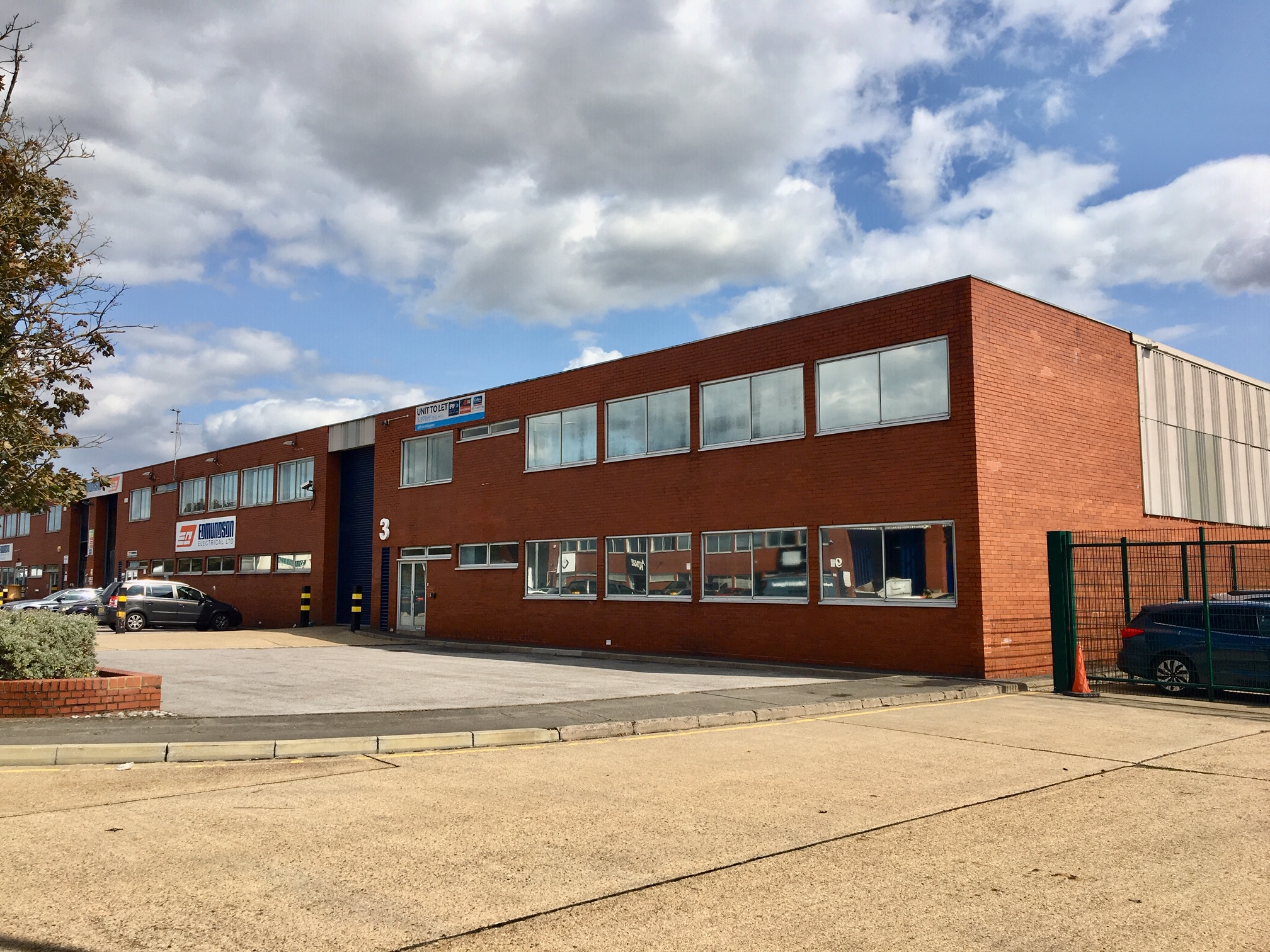 Industrial Heathrow, UB7 0LB - 3 Skyport Trade Park Heathrow
