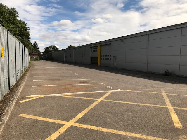Industrial West byfleet, KT14 7JN - Unit 6-8 Trackside Business Centre, Abbots Close