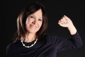 Arlene Phillips overcome fear of flying with allen carrs easyway