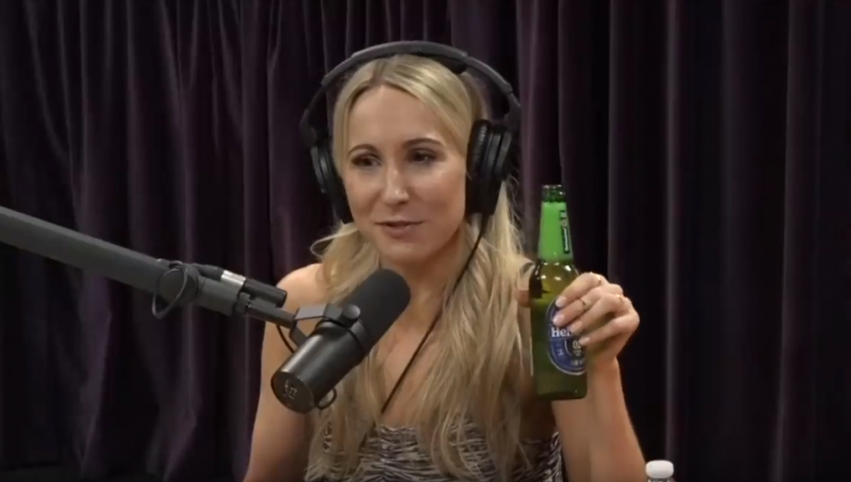 Nikki Glaser quit drinking alcohol with allen carr's easyway
