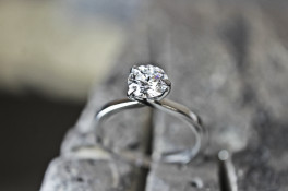 PLATINUM THREE CLAW DIAMOND RING