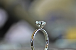 "platinum diamond solitaire  ""v"" detail setting"