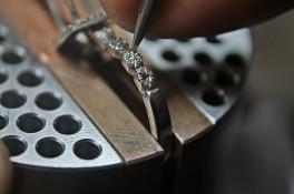 Platinum DIAMOND RING  WITH A CUSHION SHAPE DIAMOND HALO