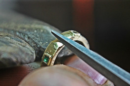 SQUARE CUT EMERALD AND TOPAZ GOLD BAND
