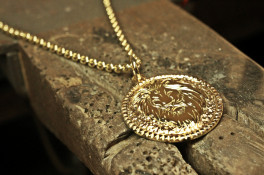 lions head 18ct gold pendant
