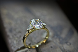 2.00Ct oval & trillion diamond 18ct gold diamond ring