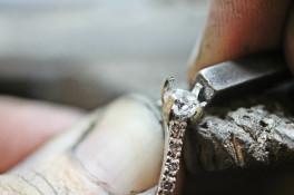 Brilliant Cut Diamond Engagment Ring & Micro Set Shoulders