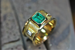 Emerald & Diamond 18ct gold ring