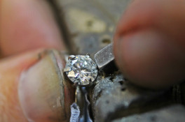 1.00ct diamond ring 6 claw setting tapered shoulders