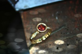 Garnet & Diamond Set Shoulders 18t Yellow Gold