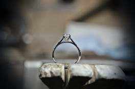 BRILLIANT CUT DIAMOND ENGAGEMENT RING & TAPERED SHOULDERS