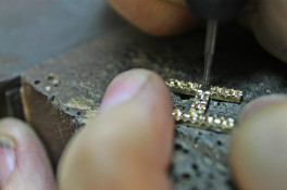 "letter ""H "" pendant gold & garnet - reworked material"
