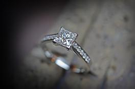 PRINCESS CUT DIAMOND & PLATINUM ENGAGEMENT RING