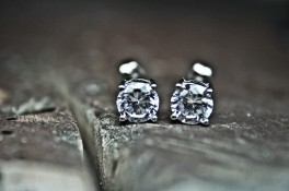 Four Claw 18t White Gold Diamond Stud Earrings