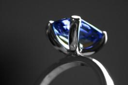 Emerald Cut Saphire 18ct White Gold