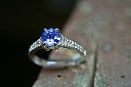 BRILLIANT CUT SAPPHIRE WITH GRAIN SET DIAMOND SHOULDERS