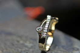 9CT GOLD DIAMOND CROSSOVER RING