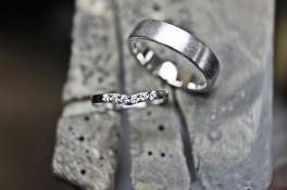 PLATINUM WISHOBONE DIAMOND RING & PALLADIUM BAND